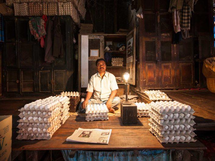 vendedor-huevos-india